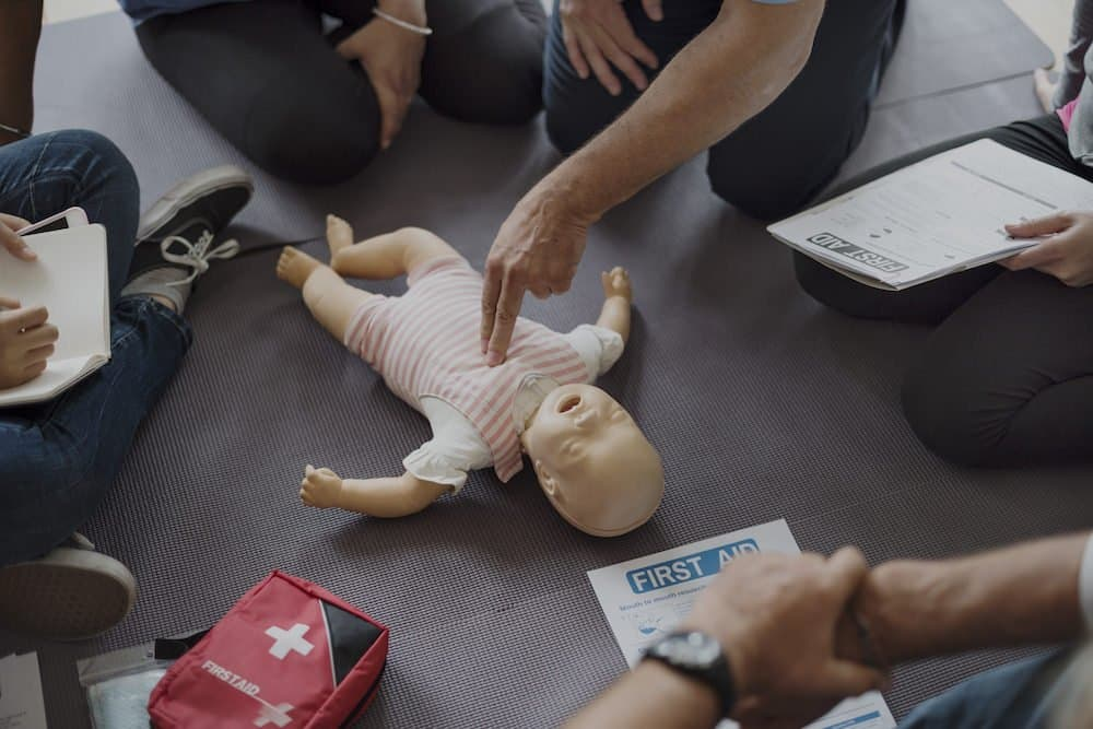 How do you perform cpr on an infant