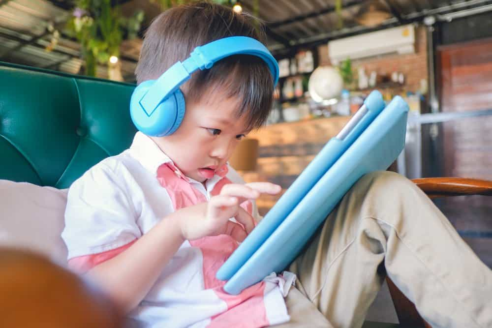 How much screen time is okay for a 2 year old?