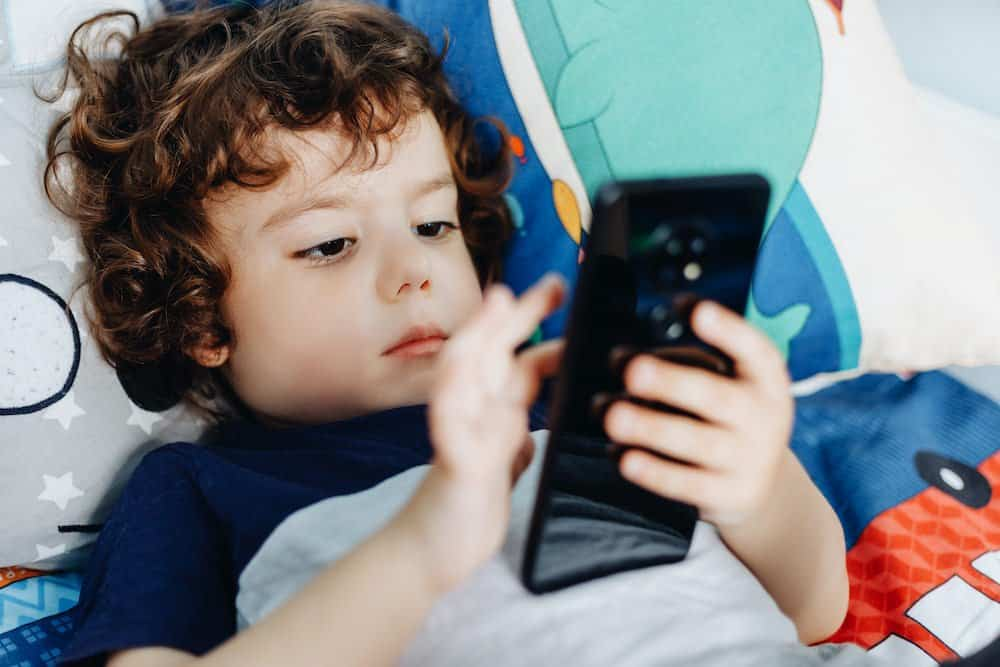 how much screen time should a 2 year old have