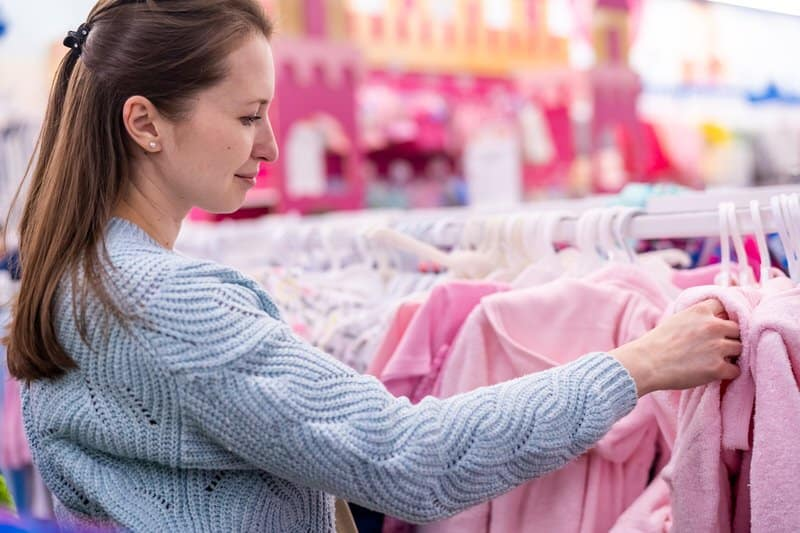 Dressing your baby warmly to avoid getting cold
