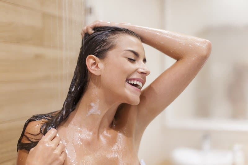 Long relaxing shower tips for moms with newborns