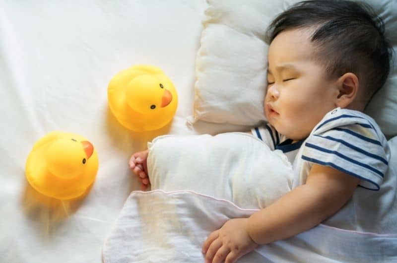 A possible reason that your baby is hitting himself, is that he got in the habit of soothing himself to sleep that way.