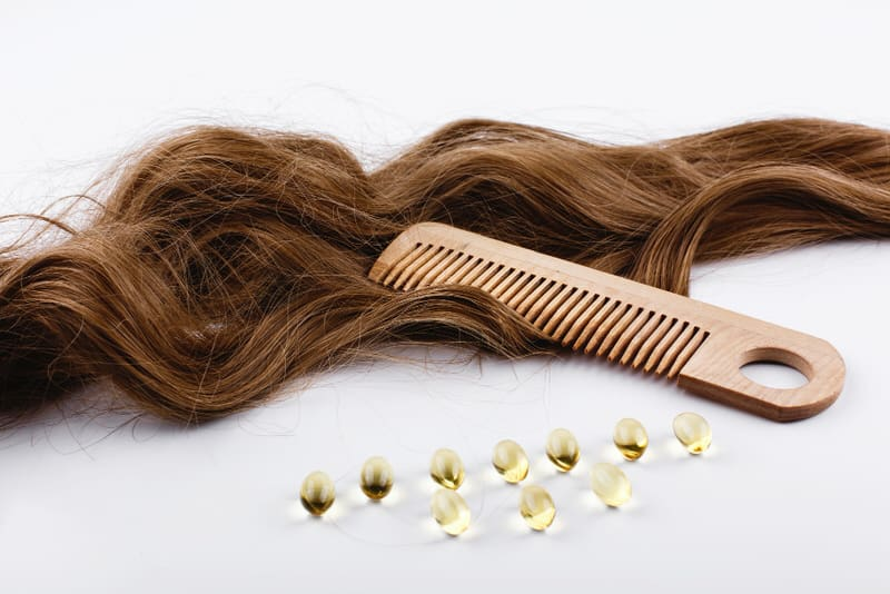 Vitamin B6 capsules are helpful for women who have postpartum greasy hair.