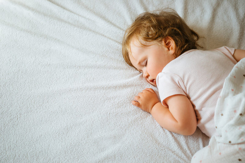 7 Best Overnight Diapers for Tummy Sleepers